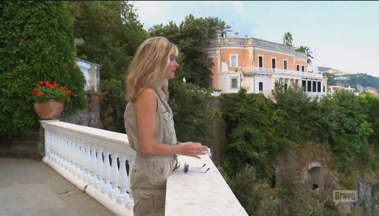 Eileen scatters her sister's ashes in Italy