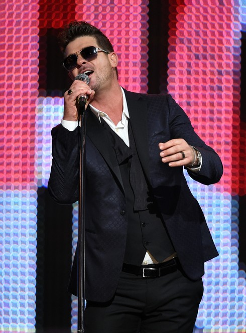 CULVER CITY, CA - JUNE 04:  Singer Robin Thicke performs onstage during Spike TV's 10th Annual Guys Choice Awards at Sony Pictures Studios on June 4, 2016 in Culver City, California.  (Photo by Kevin Winter/Getty Images)