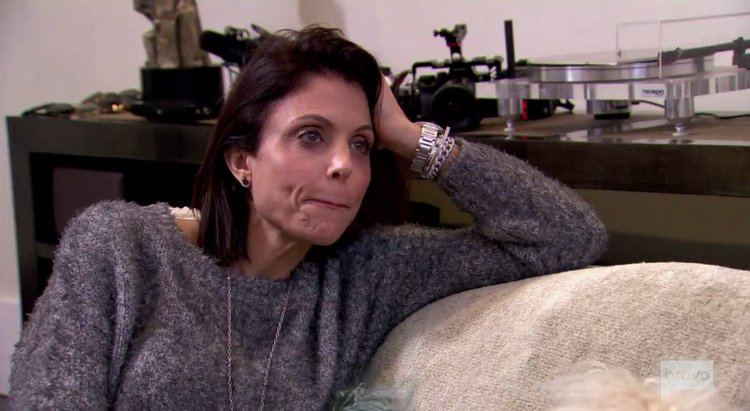 Bethenny.Frankel.Gray.Sweater.Couch.RHONY