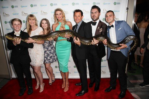 LOS ANGELES, CA - MAY 13: Robert Irwin, Terri Irwin, Bindi Irwin, Brandi Glanville, Donald
