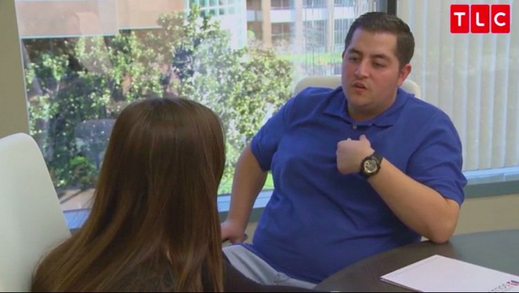 Jorge-Anfisa-Desk-Blue-Shirt-90-Day-Fiance