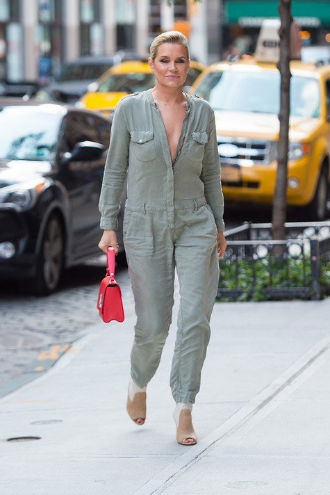 NEW YORK, NY - JULY 17: Yolanda Hadid is seen in NoHo on July 17, 2017 in New York City. (Photo by Gotham/GC Images)