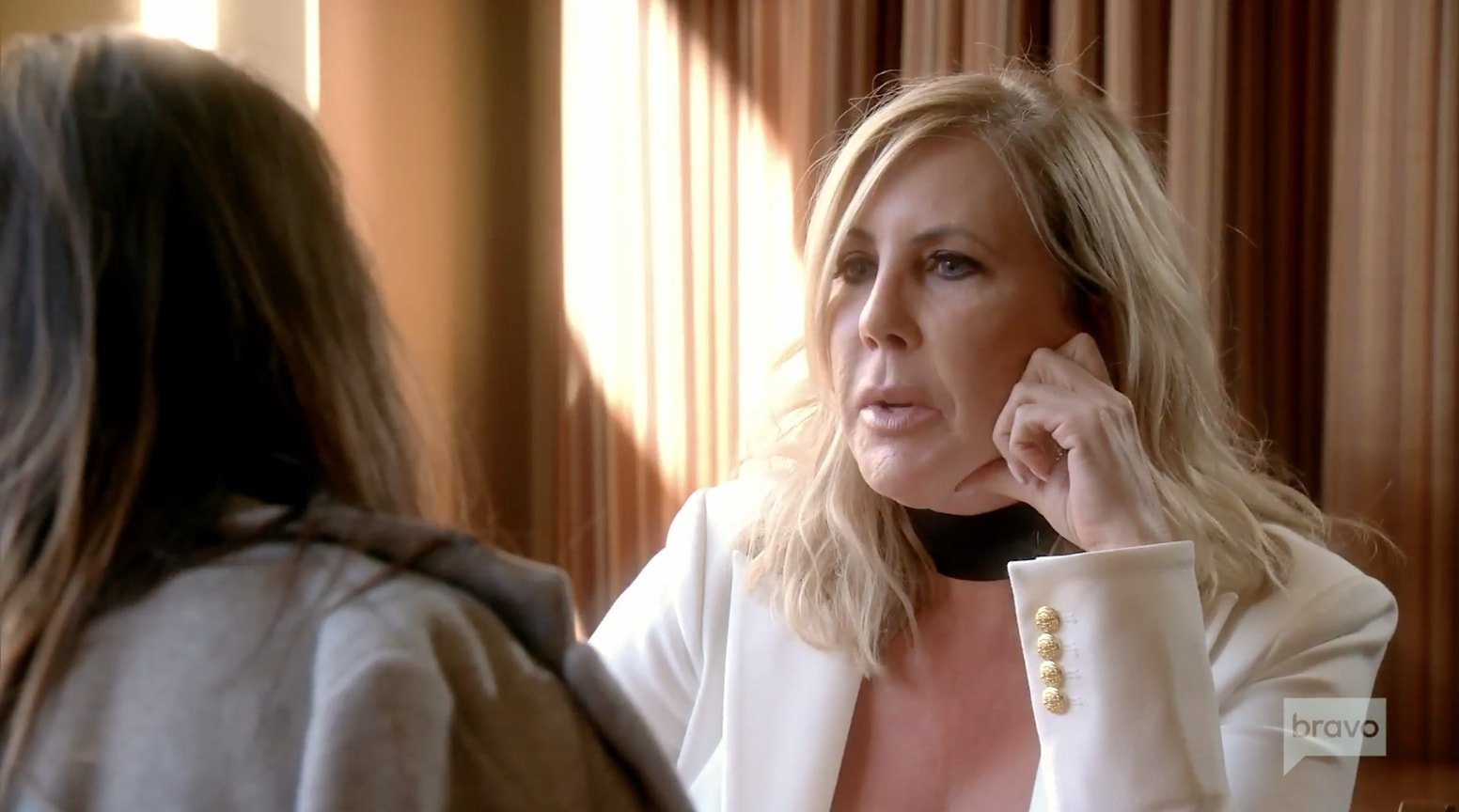 Vicki apologizes to Kelly - insincerely