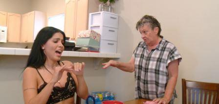 mom-and-wife-fight