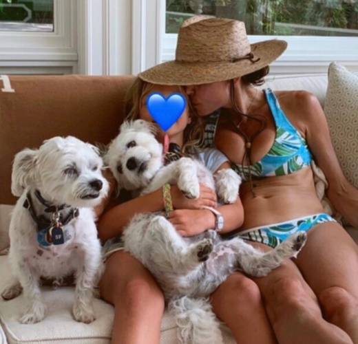 Bethenny Frankel With Her Daughter & Dogs