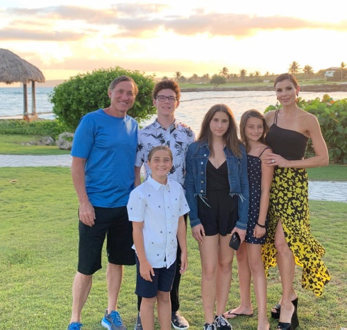 Heather & Terry Dubrow With Their Family